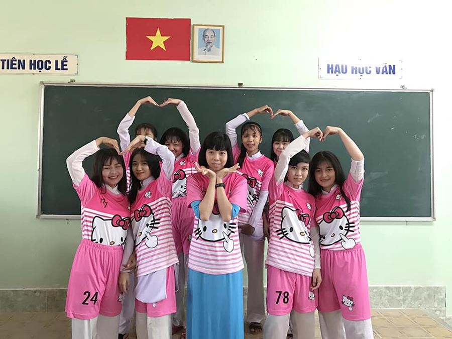 'Chơi lầy' cuối cấp, teen Vĩnh Long chọn luôn áo lớp màu hồng Hello Kitty-5