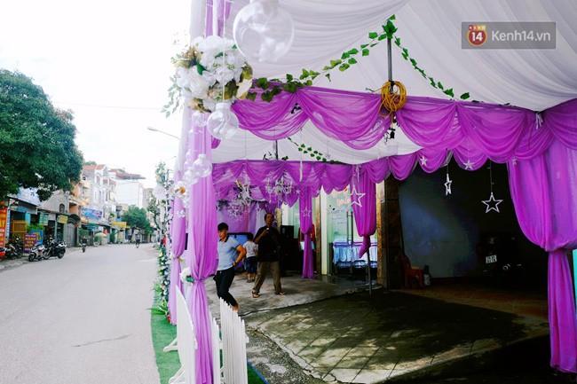 Khung cảnh đám cưới lãng mạn trong giờ phút cô dâu 61 tuổi chuẩn bị lên xe hoa về nhà chồng 26 tuổi-1