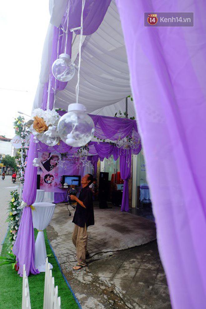 Khung cảnh đám cưới lãng mạn trong giờ phút cô dâu 61 tuổi chuẩn bị lên xe hoa về nhà chồng 26 tuổi-9
