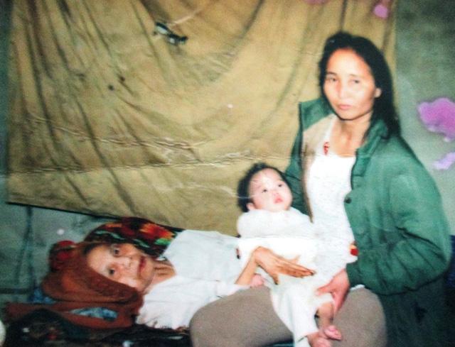Vụ cháy kinh hoàng gần Bệnh viện Nhi Trung ương: Nghị lực phi thường của người mẹ già cứu đứa con nuôi tật nguyền-4