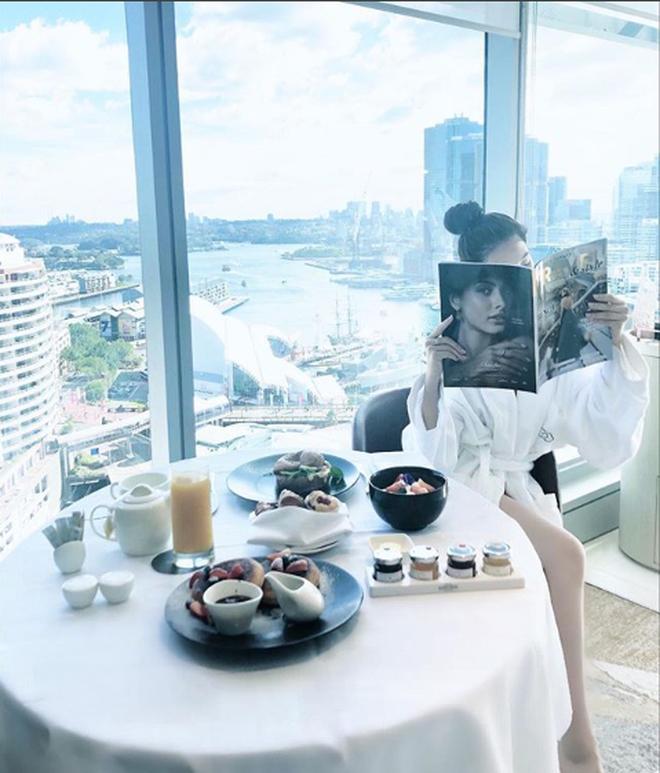 Những Hoa hậu chịu chơi của Vbiz: Mua hàng hiệu theo lố, đi du lịch sang chảnh ở khách sạn hàng chục triệu đồng/đêm-19