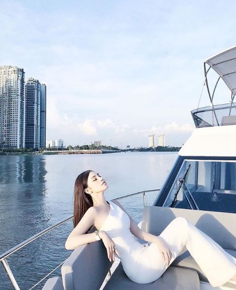 Những Hoa hậu chịu chơi của Vbiz: Mua hàng hiệu theo lố, đi du lịch sang chảnh ở khách sạn hàng chục triệu đồng/đêm-22