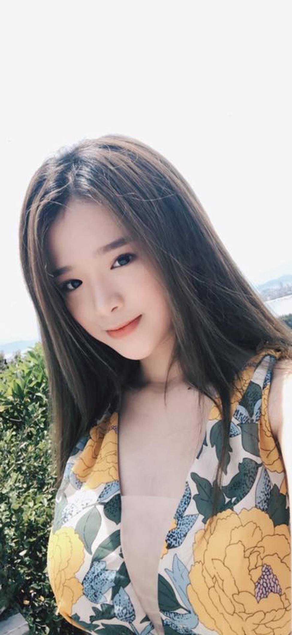Hot girl Linh Ka phổng phao bất ngờ ở tuổi 16-4
