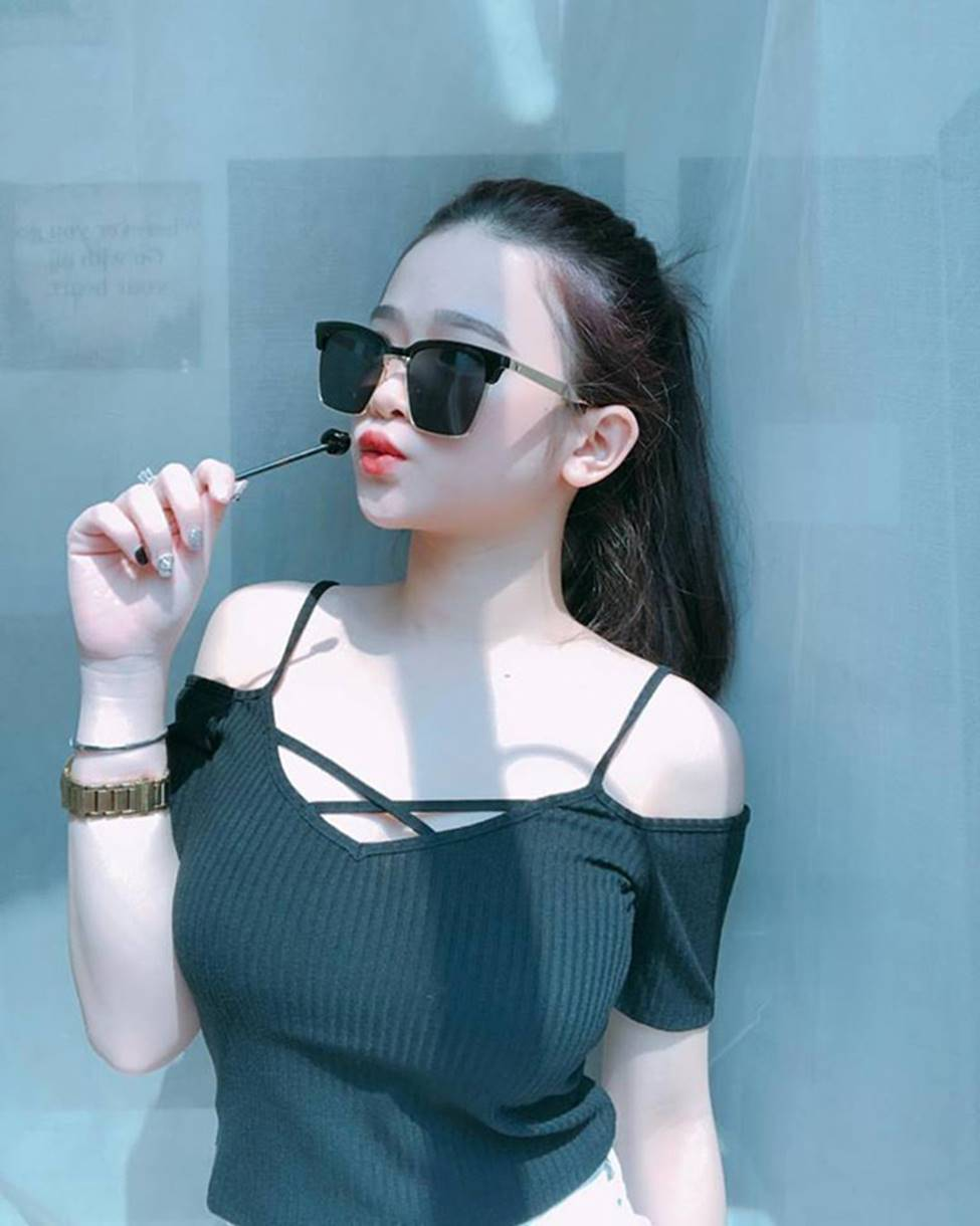 Hot girl Linh Ka phổng phao bất ngờ ở tuổi 16-10