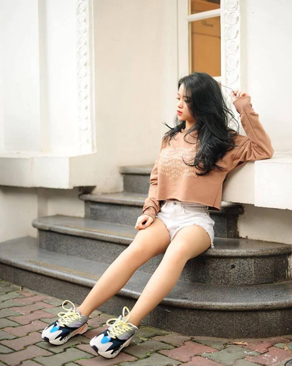 Hot girl Linh Ka phổng phao bất ngờ ở tuổi 16-8