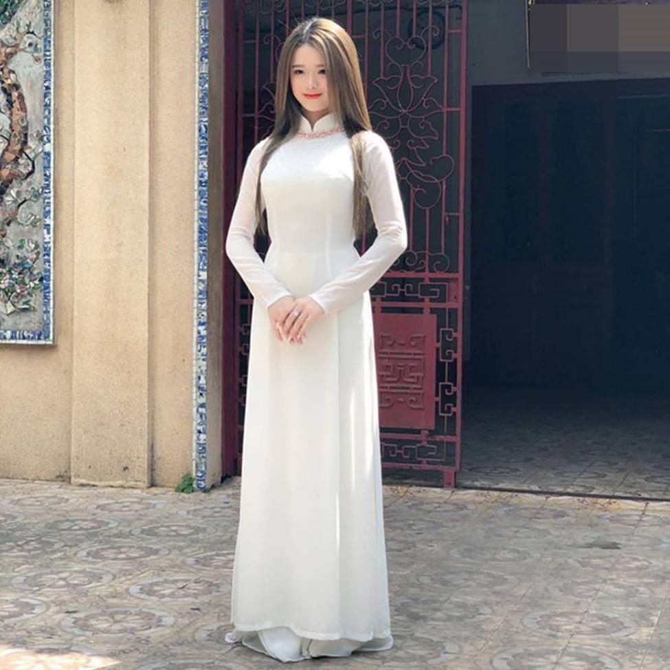 Hot girl Linh Ka phổng phao bất ngờ ở tuổi 16-19