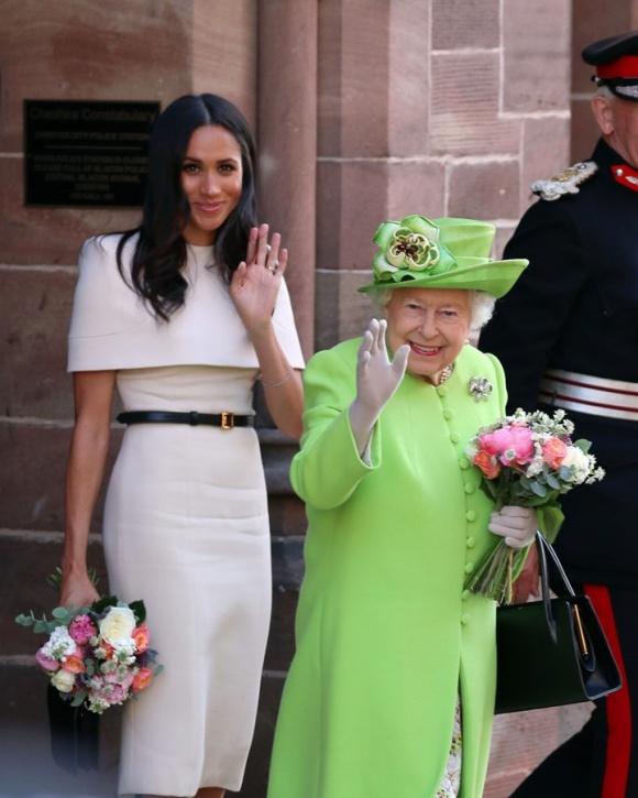 Sốc: Nữ hoàng Anh từng bắt Meghan Markle phải kiểm tra khả năng làm mẹ trước khi cưới Hoàng tử Harry-1