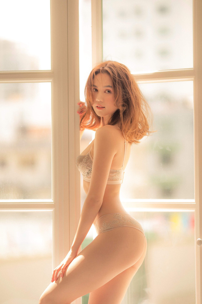 Ngọc Trinh tung ảnh bán nude, cư dân mạng lên tiếng chỉ trích phản cảm, rẻ tiền-2