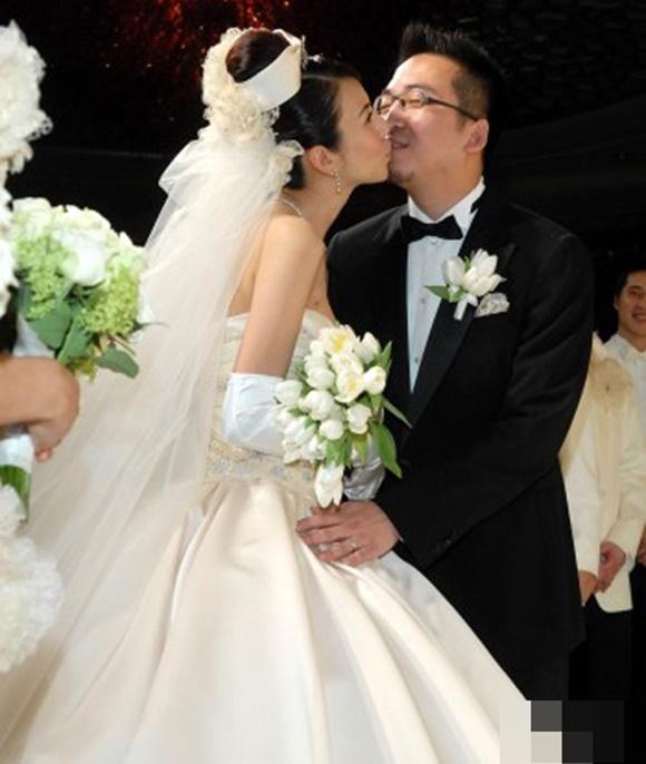 Hôn nhân địa ngục của siêu mẫu Đài Loan: Chồng vũ phu lại lăng nhăng, có con riêng với em gái kết nghĩa-9