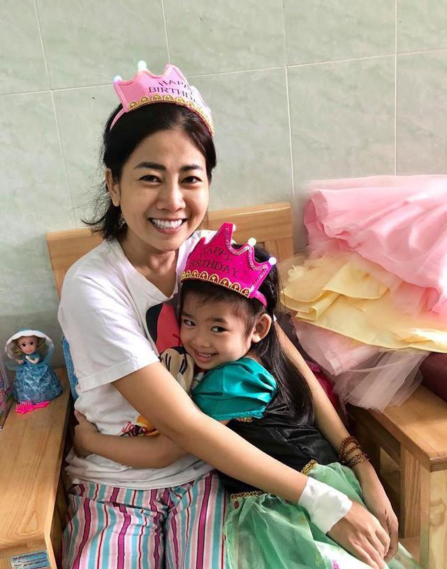 Để Mai Phương yên tâm trị bệnh, các mạnh thường quân giúp đỡ riêng hơn 500 triệu đồng để mở sổ tiết kiệm cho con gái cô-2