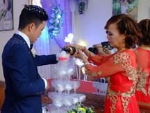 Cô dâu 61 tuổi lên tiếng khi bị người làm loạn đám cưới