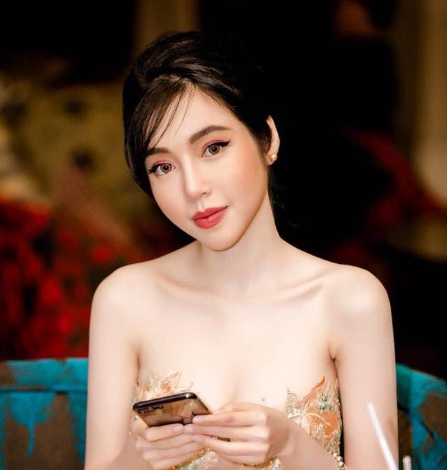 Elly Trần tự tin với gương mặt không hù chết người đàn ông nằm cạnh-11