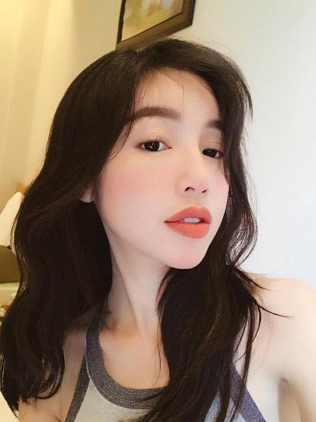 Elly Trần tự tin với gương mặt không hù chết người đàn ông nằm cạnh-13