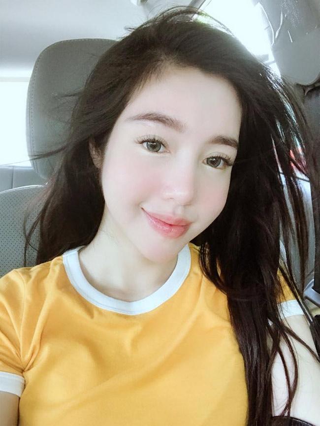 Elly Trần tự tin với gương mặt không hù chết người đàn ông nằm cạnh-17