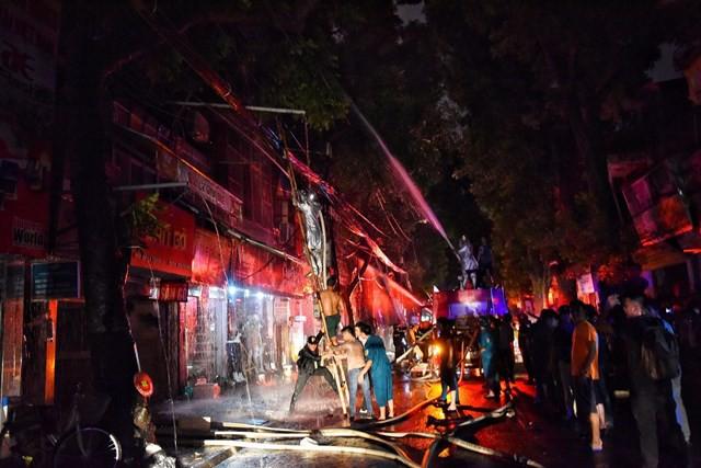 Cháy kinh hoàng gần Bệnh viện Nhi Trung ương: Ông Hiệp khùng lý giải nguyên nhân bị đuổi đánh-2
