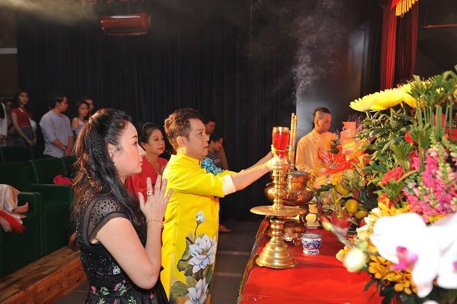 Quyền Linh giản dị mang dép tổ ong tới dự lễ giỗ Tổ nghề-6