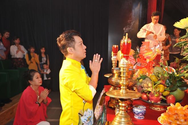 Quyền Linh giản dị mang dép tổ ong tới dự lễ giỗ Tổ nghề-7