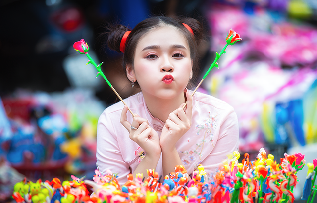 Nữ sinh tuổi 18 trở lại tuổi ấu thơ với đồ chơi Trung thu truyền thống-2