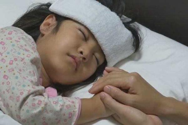 Mẹ tưởng con bị cảm nhưng kết quả khám gây bất ngờ: đừng chủ quan với cơn sốt của trẻ-2