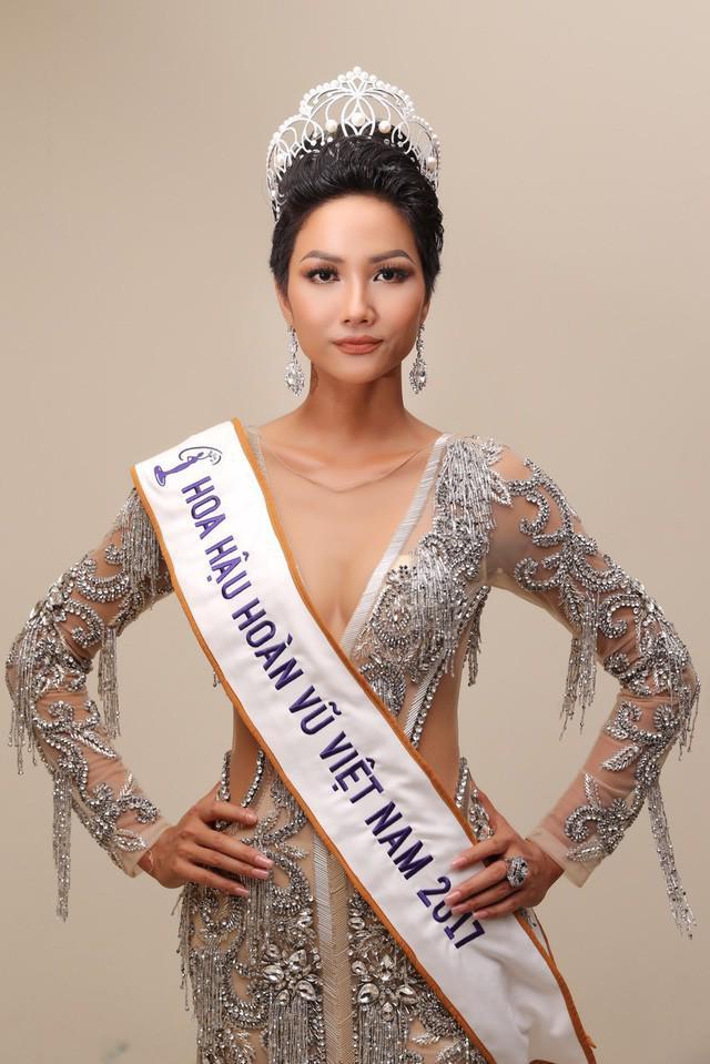 Vương miện Hoa hậu và câu chuyện về những chiếc váy Lọ lem phải trao trả-8