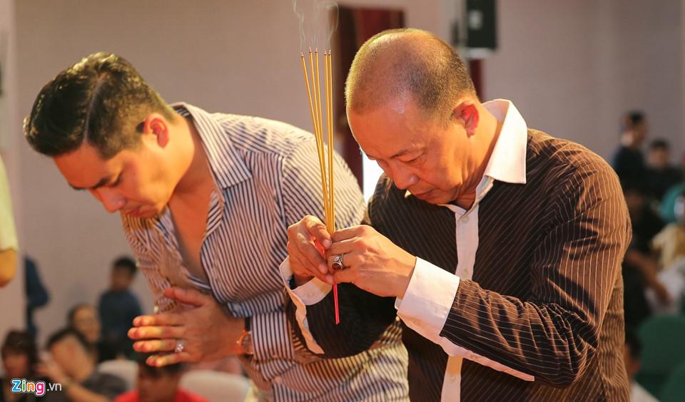Mai Phương tươi tắn đi giỗ Tổ nghề ở sân khấu Hồng Vân-7