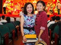 Mai Phương tươi tắn đi giỗ Tổ nghề ở sân khấu Hồng Vân