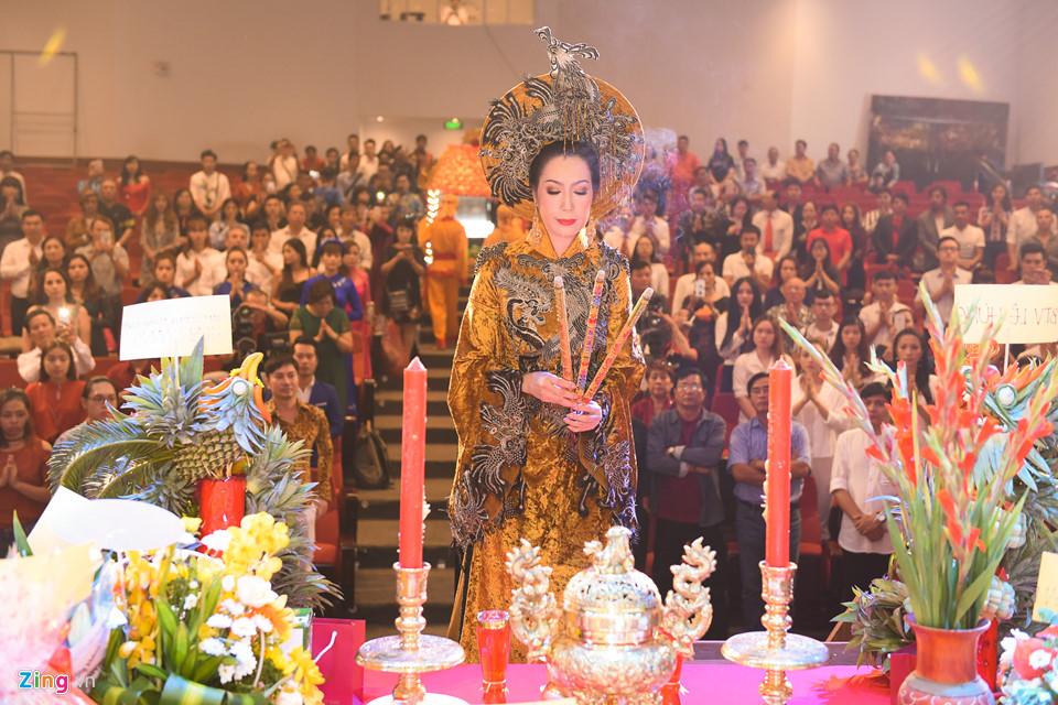 Mai Phương tươi tắn đi giỗ Tổ nghề ở sân khấu Hồng Vân-11
