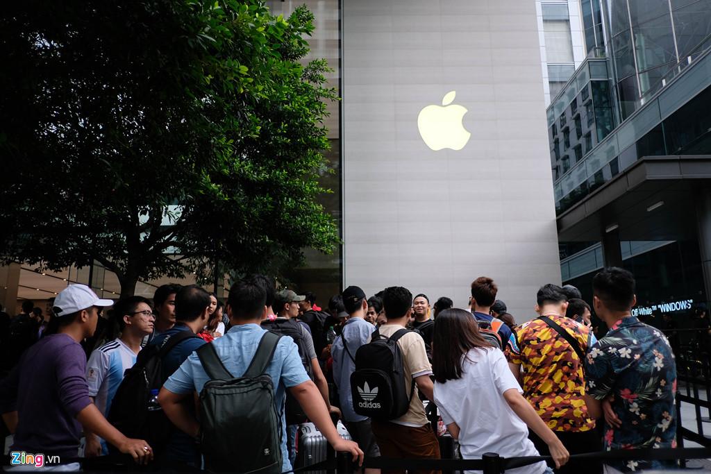Apple Store thành chợ trời mua bán iPhone XS của người Việt-1