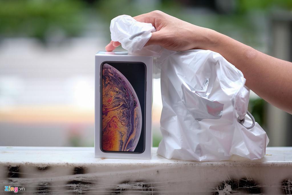 Apple Store thành chợ trời mua bán iPhone XS của người Việt-3