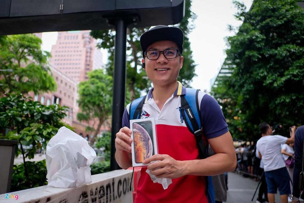 Apple Store thành chợ trời mua bán iPhone XS của người Việt-4