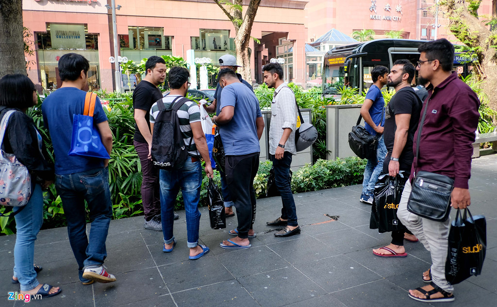 Apple Store thành chợ trời mua bán iPhone XS của người Việt-10