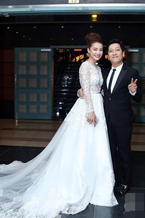 HOT: Nhã Phương sẽ mặc váy cưới xẻ đùi, che bụng khéo léo trong lễ cưới với Trường Giang-1