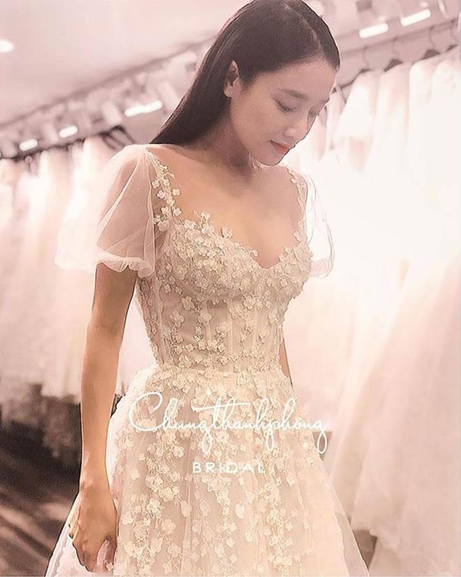HOT: Nhã Phương sẽ mặc váy cưới xẻ đùi, che bụng khéo léo trong lễ cưới với Trường Giang-4