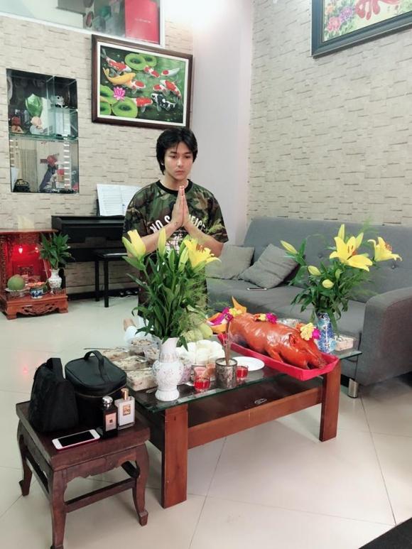 Sau ly hôn vẫn sống chung nhà, Tim và Trương Quỳnh Anh cùng nhau cúng Tổ nghề sân khấu-1