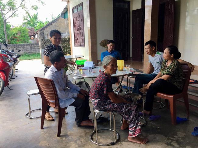 Vụ cả nhà nghi bị ngộ độc khi đi du lịch Đà Nẵng: Mấy đêm liền con út đều òa khóc đòi bú sữa mẹ, mỗi lần vậy tôi đều không cầm được nước mắt-1