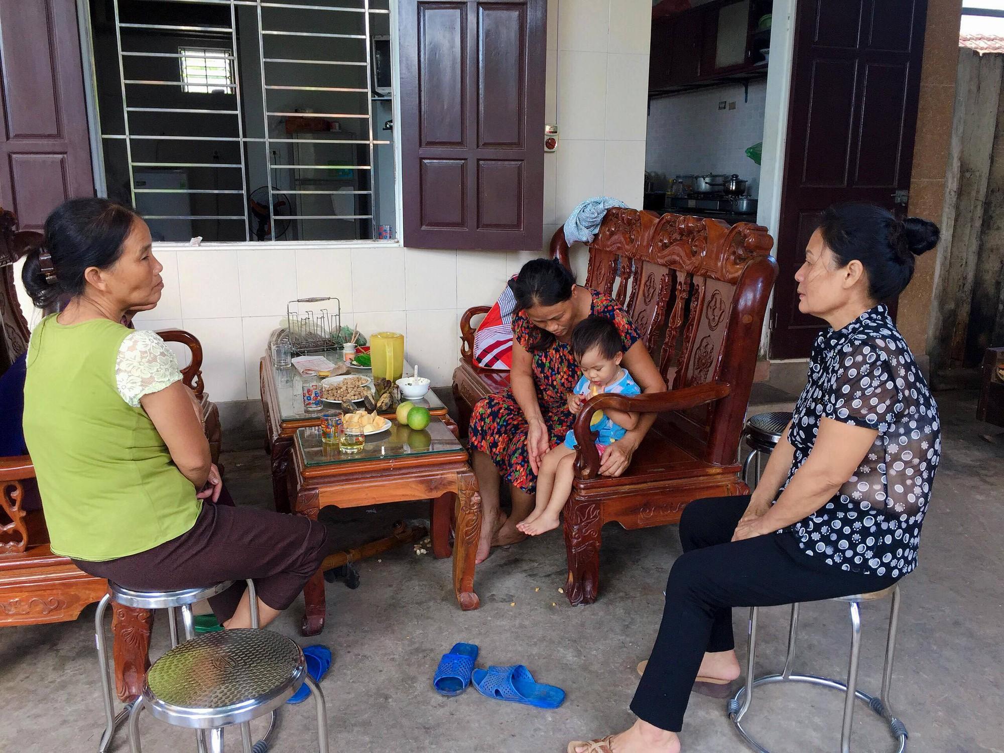 Vụ cả nhà nghi bị ngộ độc khi đi du lịch Đà Nẵng: Mấy đêm liền con út đều òa khóc đòi bú sữa mẹ, mỗi lần vậy tôi đều không cầm được nước mắt-2