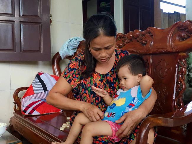 Vụ cả nhà nghi bị ngộ độc khi đi du lịch Đà Nẵng: Mấy đêm liền con út đều òa khóc đòi bú sữa mẹ, mỗi lần vậy tôi đều không cầm được nước mắt-3