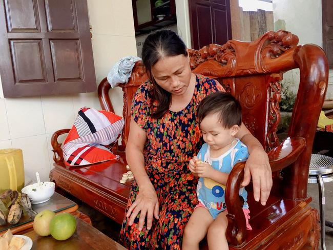 Vụ cả nhà nghi bị ngộ độc khi đi du lịch Đà Nẵng: Mấy đêm liền con út đều òa khóc đòi bú sữa mẹ, mỗi lần vậy tôi đều không cầm được nước mắt-5