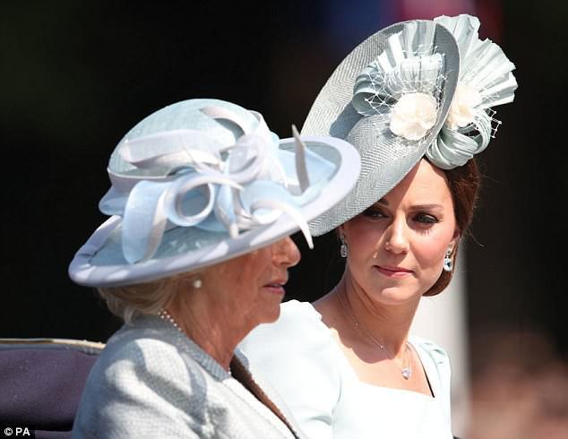 Không chỉ cấm bà Camilla lại gần con mình, Công nương Kate còn cao tay khiến mẹ chồng nổi trận lôi đình vì một loạt hành động này-1