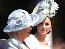 Không chỉ cấm bà Camilla lại gần con mình, Công nương Kate còn