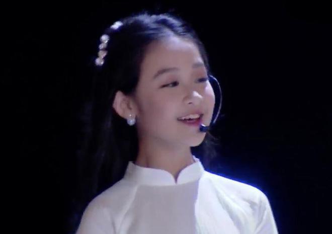 Cuộc sống sang chảnh của cô bé 10 tuổi gây sốt đêm chung kết Hoa hậu Việt Nam-2