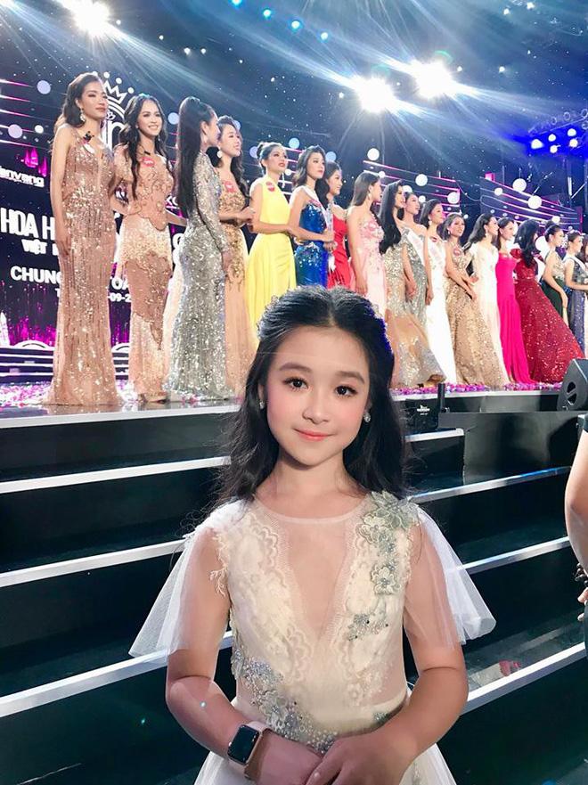 Cuộc sống sang chảnh của cô bé 10 tuổi gây sốt đêm chung kết Hoa hậu Việt Nam-3