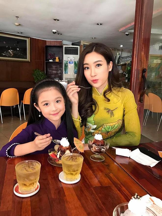Cuộc sống sang chảnh của cô bé 10 tuổi gây sốt đêm chung kết Hoa hậu Việt Nam-5