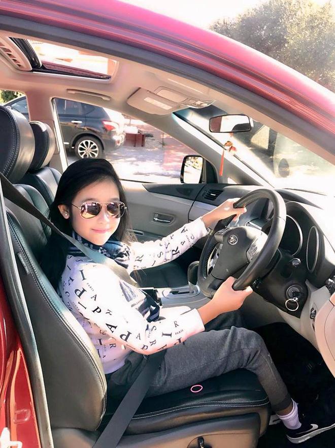 Cuộc sống sang chảnh của cô bé 10 tuổi gây sốt đêm chung kết Hoa hậu Việt Nam-8