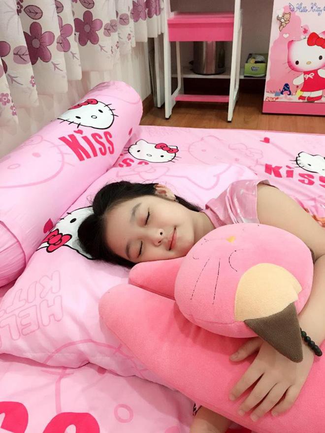Cuộc sống sang chảnh của cô bé 10 tuổi gây sốt đêm chung kết Hoa hậu Việt Nam-10