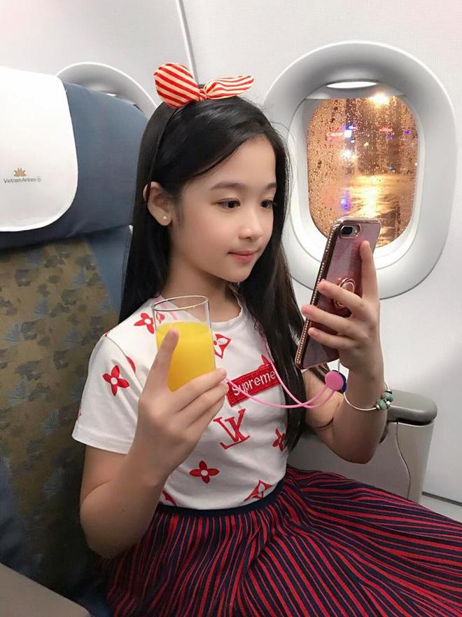 Cuộc sống sang chảnh của cô bé 10 tuổi gây sốt đêm chung kết Hoa hậu Việt Nam-15