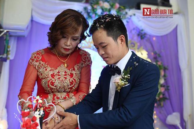 Cô dâu 62 tuổi lên tiếng khi có người làm loạn đám cưới, liên tục chửi bới 2 vợ chồng-1