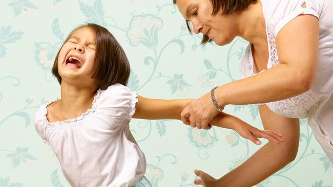 Chuyên gia trẻ em cảnh báo: Chỉ một lần đánh đòn con cũng để lại những hậu quả lâu dài-1