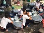 Chồng trẻ gây tranh cãi vì cầm micro ngồi hát động viên vợ rửa bát-4