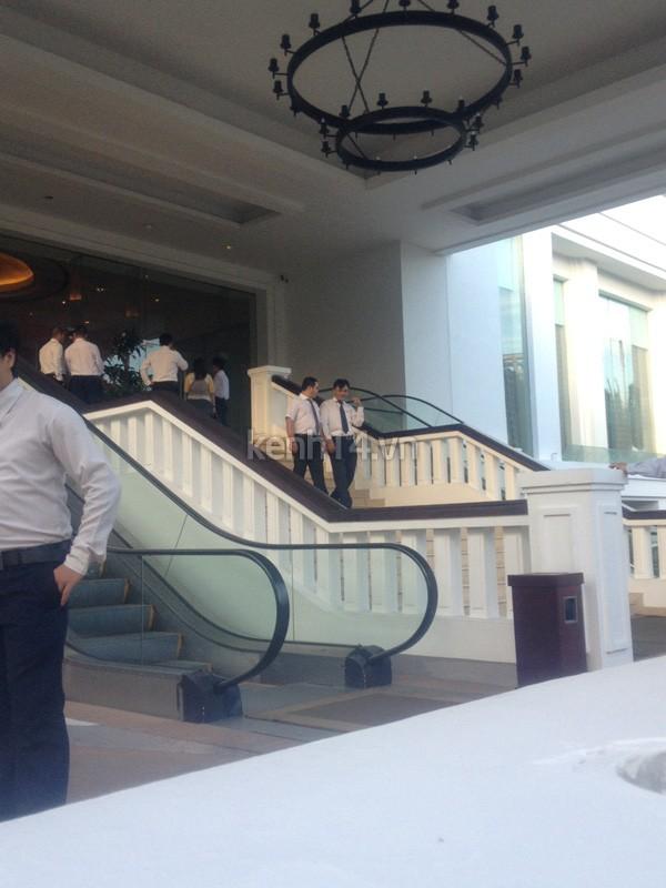 Những đám cưới được thắt chặt an ninh nhất Vbiz: bảo vệ phong tỏa mọi nơi, huy động cả ô đen để che chắn-4